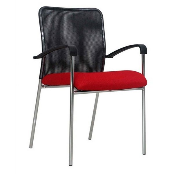Vista silla cuatro patas modelo Capital con brazos, respaldo malla negra, asiento tapizado rojo