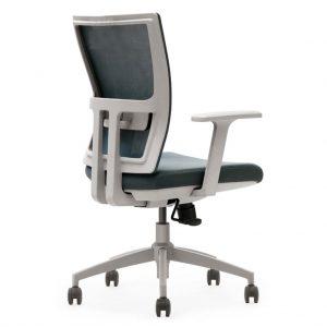 vista trasera y detalle refuerzo respaldo y pieza de ajuste lumbar de silla miño respaldo en mesh gris y asiento tapizado gris con brazos