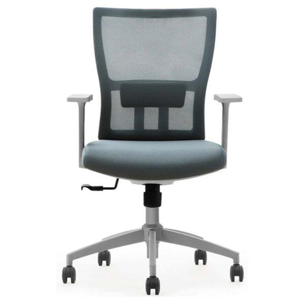 vista frontal de silla miño respaldo en mesh gris y asiento tapizado gris con brazos