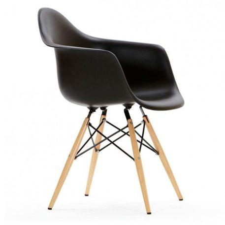 Detalle lateral del asiento con brazos del sillón hercules negro