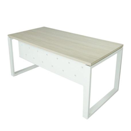 Vista mesa completa con faldón metálico level Cerrada estructura y faldón blanco y tapa fresno stella