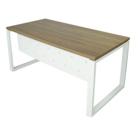 Vista mesa completa con faldón metálico level Cerrada estructura y faldón blanco y tapa saratoga.