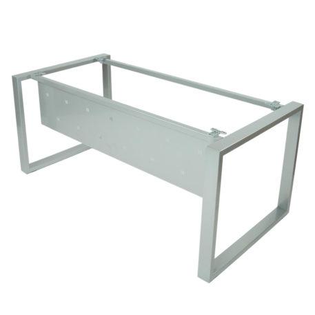 Vista estructura mesa Level Cerrada con faldón metálico todo en gris plata