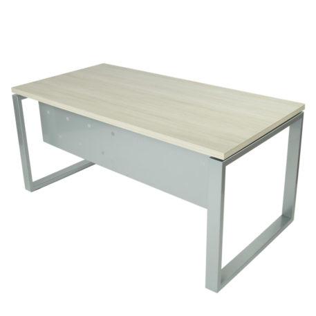 Vista mesa completa level Cerrada, con faldón y patas metálicas en gris plata y tapa fresno stella