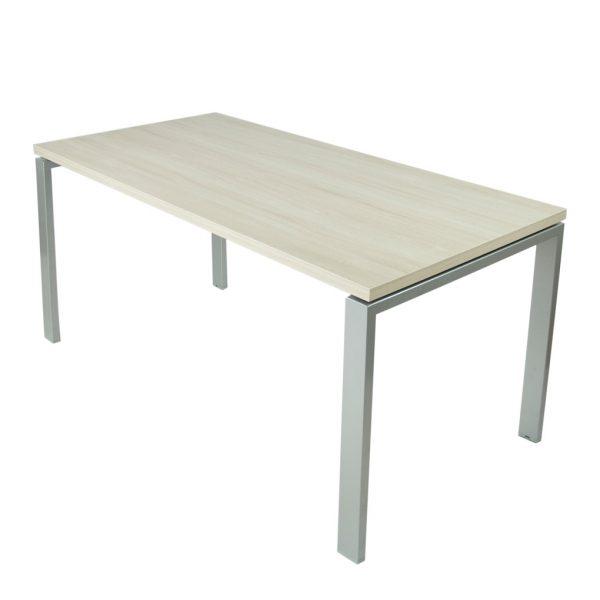 Mesa Level abierta con estructura gris plata y tapa fresno stella.