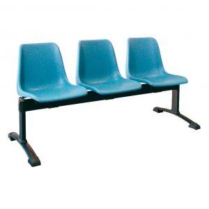 Vista bancada Polo tres asientos color azul, sobre estructura metálica negra