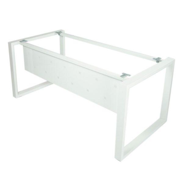 Vista estructura mesa Level Cerrada con faldón metálico, todo en blanco.
