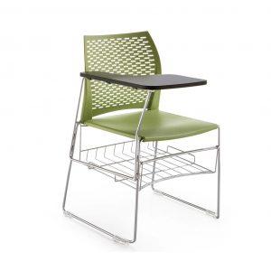 Vista de silla con la de escritura y cestillo en verde