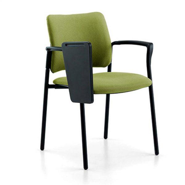 vista frontal silla urban cuatro patas con brazos y pala abatida. tapizada verde en asiento y respaldo
