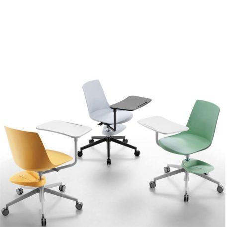 Vista picado de sillas Club con cestillo y pala, base gris clara y gris oscura, paras a juego