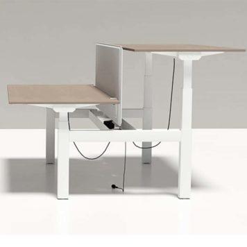 mesa en puesto doble enfrentadas elevables en altura de forma independiente. sistema elevación eléctrico