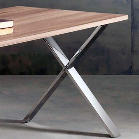 detalle de pata mesa de dirección equis pata acero inoxidable